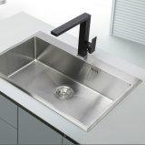 Taraud d'eau noir de bassin de cuisine d'émerillon de couleur