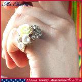 O Rhinestone branco dobro da pérola floresce os aneis de noivado grandes