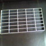 Pisada de escalera Grating galvanizada sumergida caliente de la barra de acero