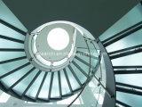 Escadaria helicoidal curvada da escadaria de vidro do projeto moderno com o passo geado do vidro Tempered