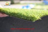 Césped sintético de la hierba por un profesional del golf y Putting Green Field