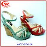 Altas sandalias del cuero genuino del talón de la cuesta para las mujeres