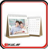 El vector profesional hace calendarios el calendario de escritorio de papel de la oficina