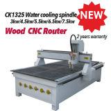 El ranurador del CNC del grabado de madera para los muebles hace la puerta a mano