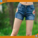 Un ricamo delle 2017 di estate donne di modo mette i brevi jeans in cortocircuito del cotone