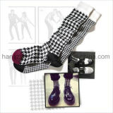 Strickende Gefäß-Socke in der Houndstooth Kind-Form-Art-Socke