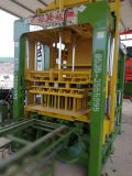 ウガンダの空の具体的な煉瓦作成機械