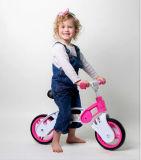 ペダルのバランスのバイクをトレインしていないピンクのLightwheightの赤ん坊の自転車の幼児