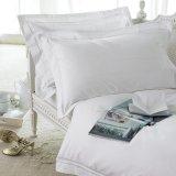 Van het Katoenen van Hotel de Textiel 100% van de luxe Geplaatste Reeks en de Beddegoed van het Blad Witte Bed van het Hotel