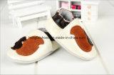 Sapatas de bebê de couro de venda quentes da forma