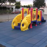 Do jogo ao ar livre do campo de jogos da criança das crianças do bebê dos miúdos esteiras de borracha do assoalho