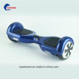 """Auto esperto de duas rodas que balança o """"trotinette"""" da mobilidade do E-""""trotinette"""" do motor elétrico"""