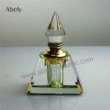 Botellas de petróleo del perfume del diseñador en el estilo árabe nuevo
