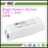 Ce, van hoofd CEI Bestuurder 12V 60W 5AMPS, de LEIDENE Levering van de Macht 12V 60W, de Factor van de Hoge Macht, HOOFDBestuurder van PF>0.95, voor LEIDENE Stroken, de Plastic 60W