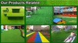 Decorações agradáveis que ajardinam o tapete artificial da grama