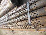 AISI 304は基礎ピットの排水で使用された穴スロット包装の管を打ち抜いた