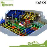 Parque de interior grande del trampolín, pista del trampolín del partido del fin de semana
