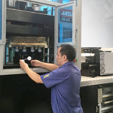 Une machine automatique de soufflage de corps creux d'extension d'injection de cuvette de vin rouge d'opération