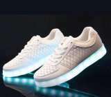明るい艶をかけられたPU LED518の靴が付いている偶然靴をつけなさい