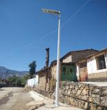 Lista de precios solar integrada caliente de la luz de calle de la venta los 6m poste 15W LED para al aire libre