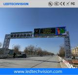 Estrada ao ar livre do tráfego de P10mm que anuncia o sinal do diodo emissor de luz com solução de WiFi/3G/Internet