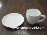白はBd029の磁器のカップ・アンド・ソーサーを増強する