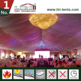 屋根の装飾が付いている贅沢な屋外の結婚式の玄関ひさし