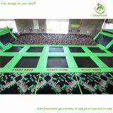 Het grote Gebied van de Plaats paste de Binnen Vrije het Springen Wereld van de Trampoline aan