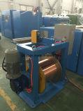 El alambre de cobre o el alambre del cable motorizó paga apagado la maquinaria