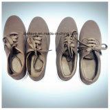 De bruine Eenvoudige Schoenen van de Stof van de Kleur