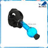 Blaues Glasrohr mit Gasmaske