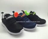 新しい方法スニーカーの子供の履物は運動靴を遊ばす