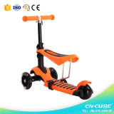 3 dans un jouet d'enfants badine le scooter