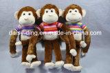 新しい材料を持つ柔らかい猿を坐らせるプラシ天