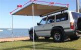 車の側面の引き込み式のテントの日除けのテント