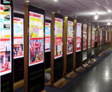 55-Inch LCD, das den Spieler-Fußboden steht mit rechtwinkligem, Digitalsignage-Bildschirmanzeige bekanntmacht