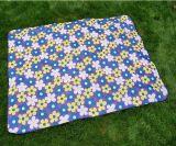 ピクニック毛布のオックスフォードの屋外の布はストラップの戦闘状況表示板のマットを運ぶ