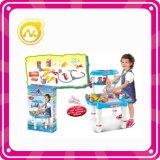 여자는 Beaty에 세트 장난감과 장난감 플라스틱 드레서 테이블 척