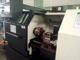 Torno metalúrgico del CNC con introducir auto