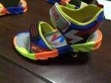 Solas da cor de Kclka máquina misturada automática da sapata da modelação por injeção de três