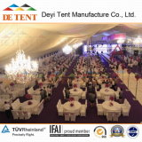 Grosses Party Tent mit Round Table Sitting Arrangement