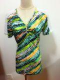 형식은 여름 V 목 간결 소매 여자에 의하여 인쇄된 t-셔츠를 입는다