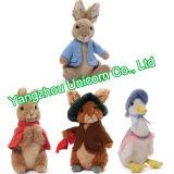 Revestimento azul de pano com o brinquedo enchido cenoura do luxuoso do coelho de Peter