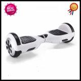 2 Rad-erwachsener intelligenter Selbst, der elektrischen Roller Hoverboard balanciert