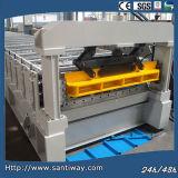 Il colore ha lustrato il rullo d'acciaio delle mattonelle che forma la macchina