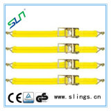 A catraca amarela amarra para baixo cintas com punho de alumínio