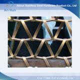 ステンレス鋼の螺線形の金網から成っている正面