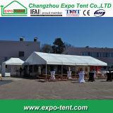 Tenda bianca della tenda foranea delle 200 genti per la festa nuziale