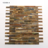 La multi parete colorata copre di tegoli il mosaico di vetro macchiato della stanza da bagno