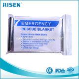 緊急毛布または防寒用の毛布またはレスキュー毛布かホイルの緊急時毛布